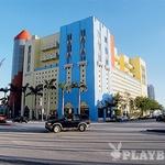 Art Deco - Ocean Drive je obvezni del vsakega Miami toura: Clevelander bar, Victor hotel, News caffe, Versacejeva vila ... (foto: ?)