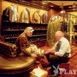 Po čevlje - Potomci Eda Meierja vodijo najstarejšo prodajalno čevljev v mestu.  (foto: ?)