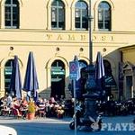 Flirt - Spogledovanje je glavna aktivnost v kavarni Tambosi (Odeonsplatz 18), kamor naj bi zahajal že Mozart. (foto: ?)