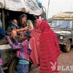 Skozi nomadski sever Kenije je mogoče potovati le z najbolj trpežnimi džipi. (foto: Zvone Šeruga)
