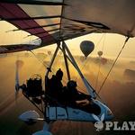 Jutro v balonu ni dovolj? Kaj pa v motornem zmaju, ki kroži okoli balonov? (foto: Zvone Šeruga)