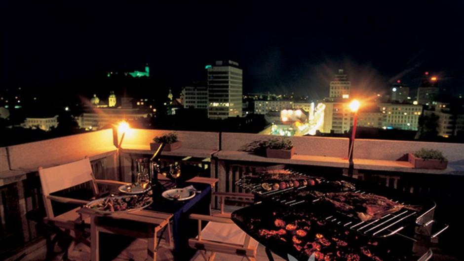 Žareči užitki na mali terasi (foto: Bor Dobrin)