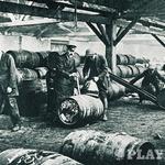 Skladišče ruma v londonskem pristanišču.  (foto: Uroš Potočnik, Bor Dobrin)