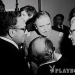 Tedanji zunanji minister in dolgoletni guru ameriške zunanje politike Henry Kissinger (na fotografiji levo) je leta 1976 Pinochetu (na sredini) sporočil: »V Združenih državah Amerike vas, kot veste, podpiramo.« (foto: *)