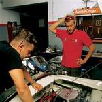 Tehnični problemi se najprej rešijo v glavi, potem na motorju. (foto: Andrej Blatnik)