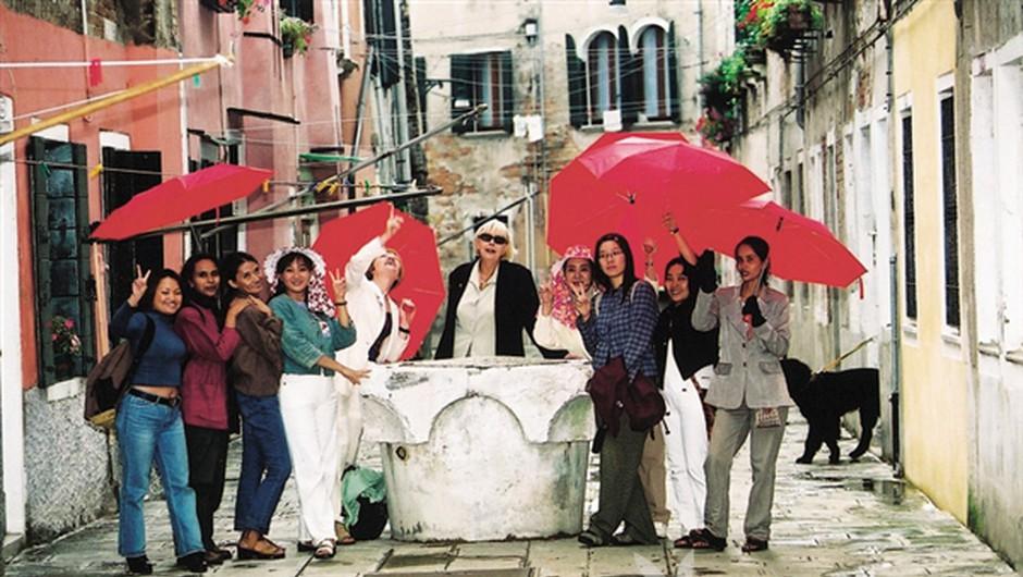 Udeleženke prvega kongresa seksualnih delavcev in novega parazitizma, 49. Bienale sodobne umetnosti v Benetkah. (foto: Borut Krajnc)