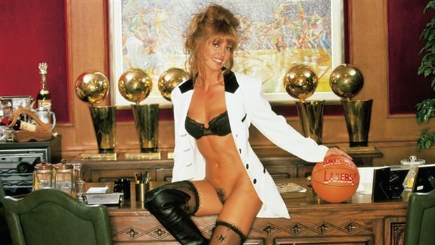Jeannie buss v družbi dokaznega materiala (foto: Arhiv Playboy)