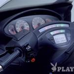 Piaggio X9 500: Armaturna plošča je kot pri avtomobilih opremljena s potovalnim računalnikom. (foto: PR)