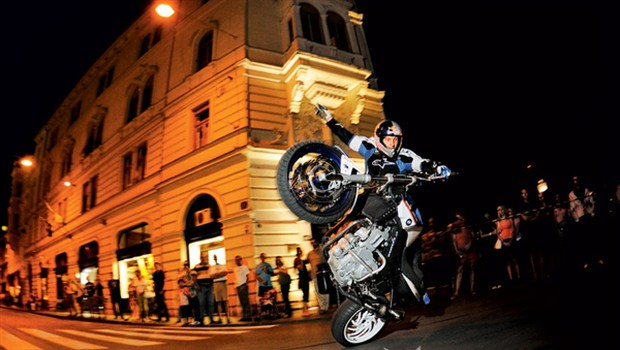 Ples z motorjem (foto: Alfredo Martinez, Bernhard Spöttel & rutgerpauw.com/Red Bull Photofiles)