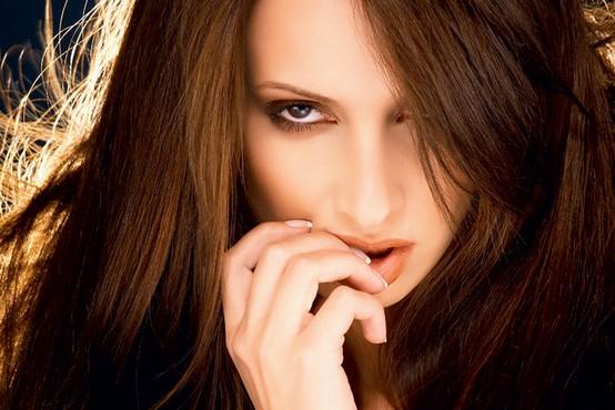 Raziskave potrjujejo, kar moški že vedo: žensko telo in možgani niso vedno usklajeni!
