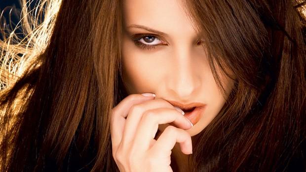 Raziskave potrjujejo, kar moški že vedo: žensko telo in možgani niso vedno usklajeni! (foto: Shutterstock.com)