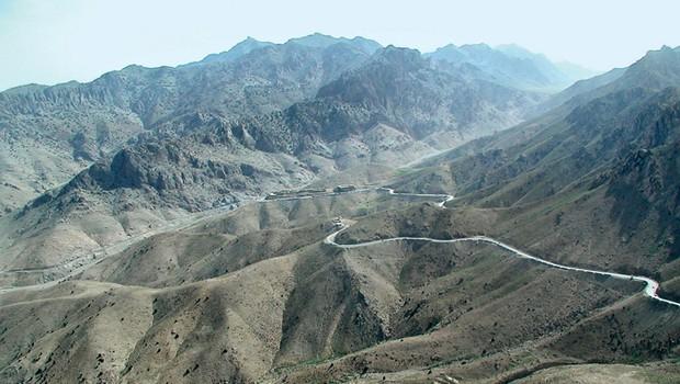 Pogosto napadena cesta v afganistanskem hribovju (foto: Osebni arhiv)