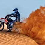 Saj ni čudno, da pesek zleze povsod. V mehkem pesku drugače kot s polnim plinom pač ne gre. (foto: Matevž Hribar, Tilen Gabrovšek, Robert Milič, Paul Lottenbach)