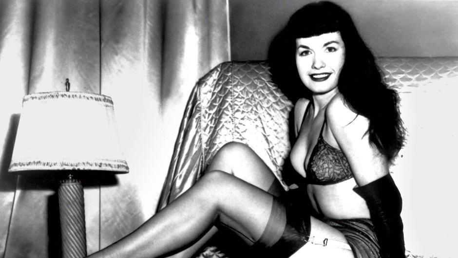 Nepozabna Bettie Page. Leta 1955 je prav tako kot Jayne Mansfield krasila naslovnico Playboya. (foto: Everett Collection)
