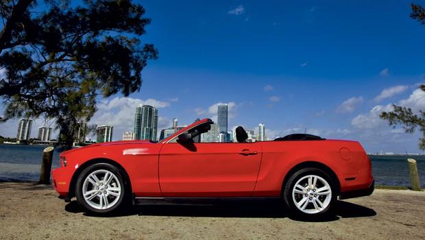 Ford mustang V6 kabriolet (foto: Bor Dobrin)