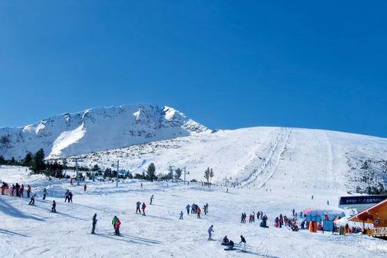 Snega v gorah kot že dolgo ne, a smučišča vnovič ustavila naprave