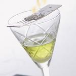 Kocko sladkorja prižgite z vžigalico in pustite, da sladkor karamelizira. (foto: Aleksander Štokelj)