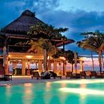 Bar Bizot letovišča GoldenEye Hotel & Resort je na plaži. Leta 2011 odprto prenovljeno letovišče je sestavljeno iz zasebnih vil, od katerih ima vsaka svoj vrt in osupljiv razgled. (foto: Golden Eye Hotel & Resort, Profimedia, Arhiv)
