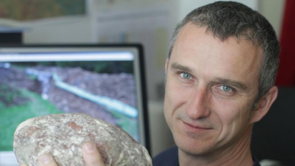 Intervju z geologom Dr. Milošem Bavcem (foto: Goran Antley)