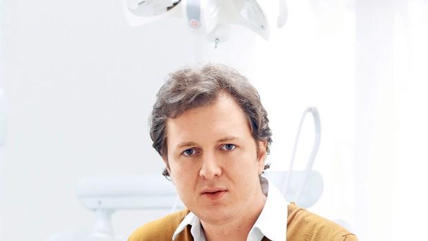 """Intervju z zobozdravnikom Ivanom Kustecem: """"Zobje so odraz higiene posameznika"""" (foto: Revija Lisa)"""
