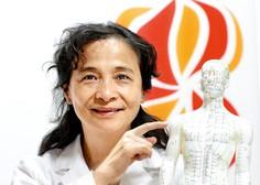 """Prim. dr. Lu Li, mojstrica tradicionalne kitajske medicine: """"Vsakega človeka obravnavam individualno in celostno"""""""
