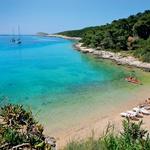 Bela lepotica Villa White ima svojo lastno plažo. (foto: Dean Dubokovič, Johansen Krause, Palmižana Meneghello)