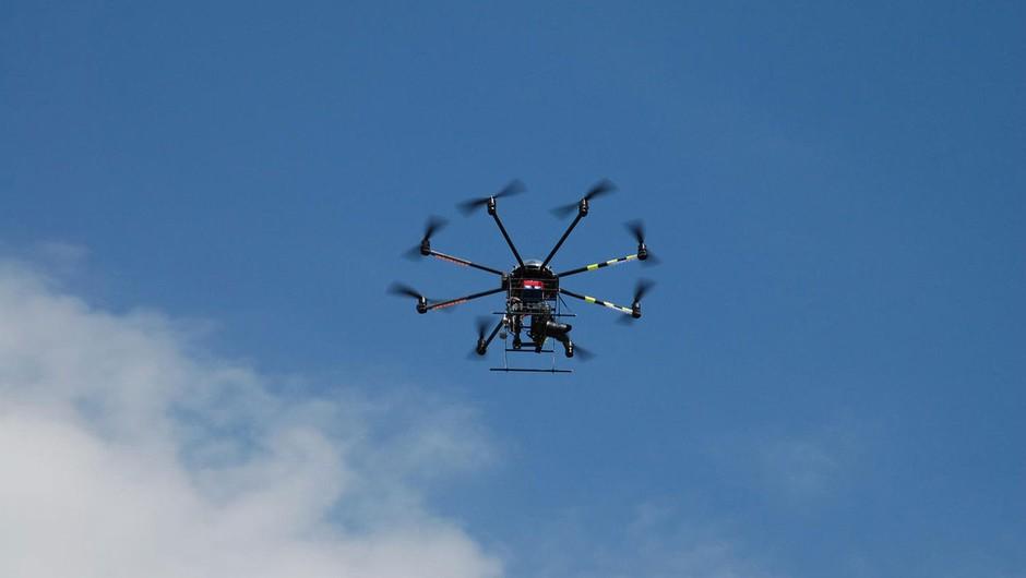 Britanska policija izpustila par, aretiran zaradi dronov nad Gatwickom (foto: profimedia)