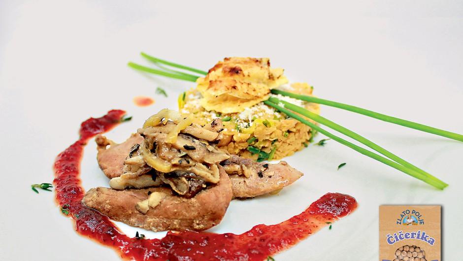 Gourmet: Čičerkin tatarec, račje prsi in brusnična omaka (foto: Playboy Press)