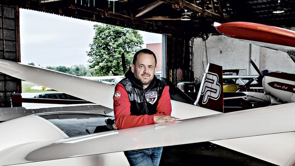 Intervju z najboljšim slovenskim akrobatskim pilotom Petrom Podlunškom (foto: Kristian Ravnič)