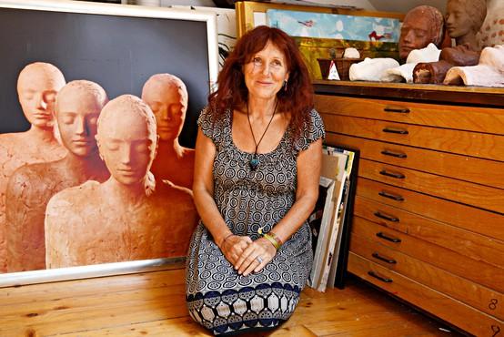 Lučka Koščak: Biti v Švici umetnica, tujka in mati samohranilka je, kot bi šel volku v zobe