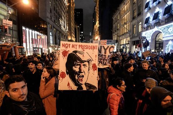 ZDA po zmagi Trumpa: Na tisoče protestnikov vzklika 'On ni naš predsednik!' in 'Ne rasizmu!'