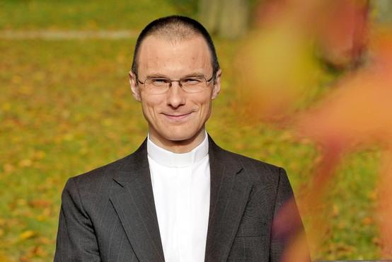 Dr. Rožič, pater Peter:  Šele kadar smo svobodni, smo lahko drugim na voljo in s tem v korist