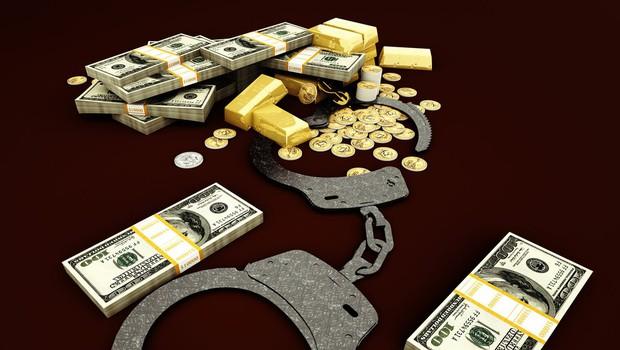 Bizarka iz New Yorka: Iz oklepnega vozila je izmaknil vedro zlata in z njim izginil v gnečo! (foto: profimedia)