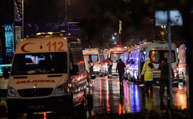 Istanbul: Neznanec vdrl v nočni klub in začel streljati po ljudeh!