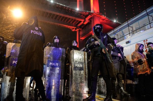 Istanbul: Neznanec vdrl v nočni klub in začel streljati po ljudeh! (foto: profimedia)