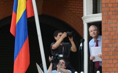 Assange za Fox News: Rusi se niso vpletali v ameriške volitve, se je pa vpletal Obama!