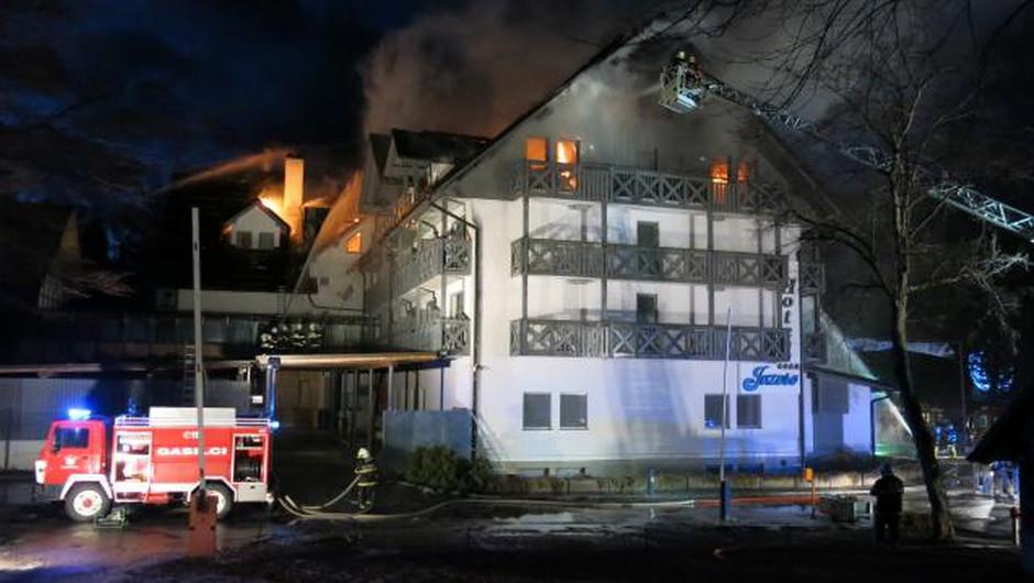 V Bohinju je gorel Hotel Jezero! Goste in zaposlene so evakuirali! (foto: STA)