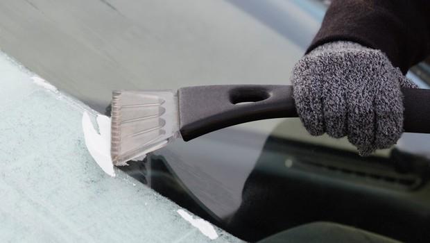 Slovenijo bo zajel polarni mraz! Vozniki, čistite zaledenela stekla! (foto: profimedia)