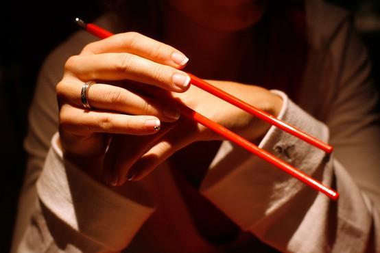 V kitajski restavraciji v Italiji naj bi Slovencu postregli z mesom človeške noge?