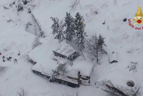 Italija: V zasutem hotelu našli 8 preživelih, ki jih bodo s helikopterjem prepeljali v bolnišnico!