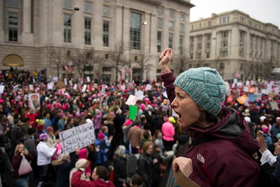 Protestni pohod žensk v Washingtonu presegel pričakovanja! Trump užaljeno ne prizna številčnosti shoda!