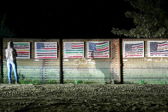 Mehičani v protest na meji z ZDA s človeškim zidom, Merklova pa okrcala Pencea!
