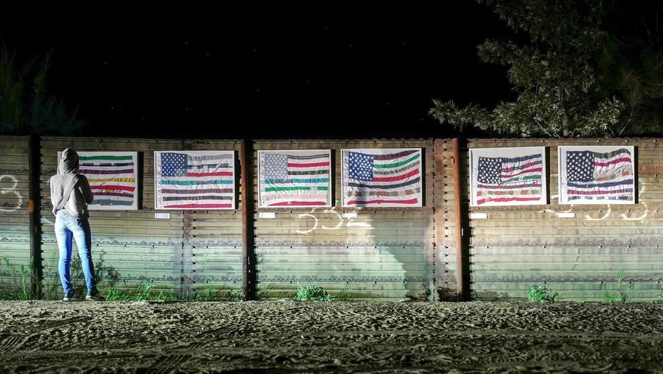 Mehičani v protest na meji z ZDA s človeškim zidom, Merklova pa okrcala Pencea! (foto: profimedia)