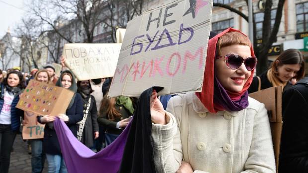 Zaradi protesta pred Kremljem priprli skupino feministk (foto: profimedia)