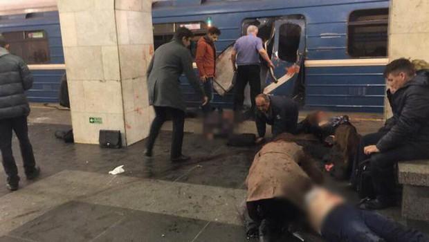 Več mrtvih v eksploziji v podzemni železnici v Sankt Peterburgu! (foto: STA)