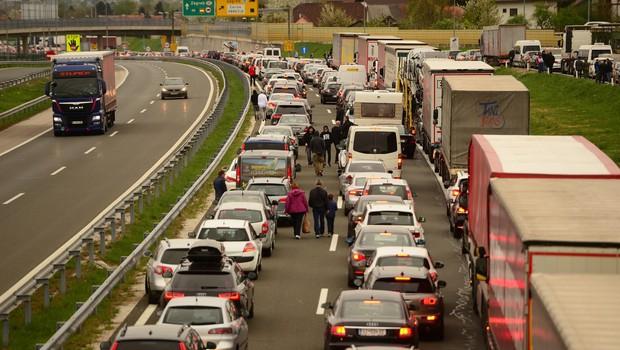 Hrvaška začasno prekinja poostrene nadzore vseh potnikov na meji s Slovenijo in Madžarsko (foto: profimedia)