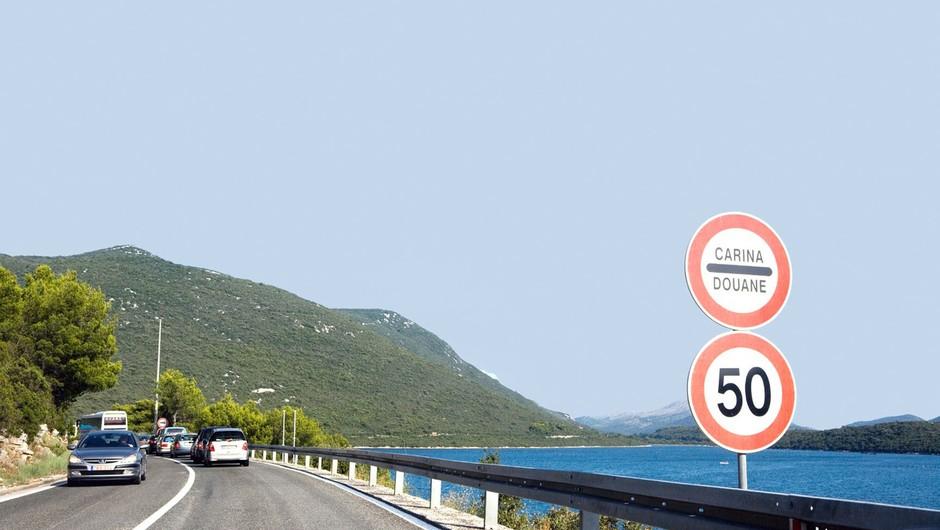 Zaradi gneče na mejnih prehodih na jugu BiH grozijo z blokado meje s Hrvaško! (foto: profimedia)