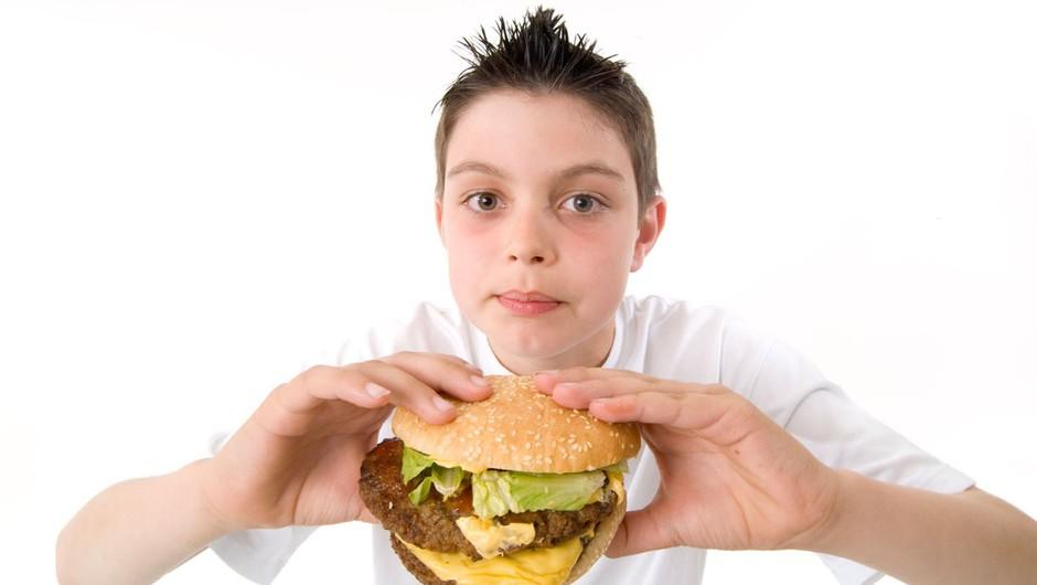 Osemletnik z očetovim vozilom v McDonald's na sirov burger (foto: profimedia)
