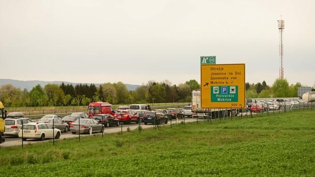 Na mejnih prehodih povečan promet, največja gneča na Obrežju (foto: profimedia)