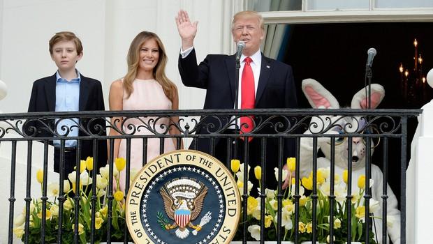 Melania spomnila Trumpa na držo ob himni (foto: profimedia)